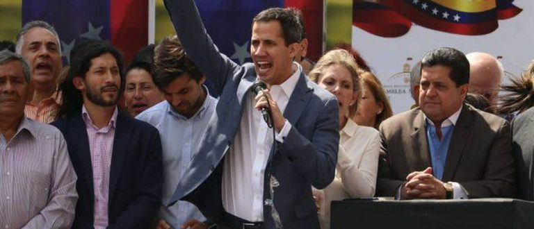 Adido militar rompe com Maduro e declara apoio a Guaidó