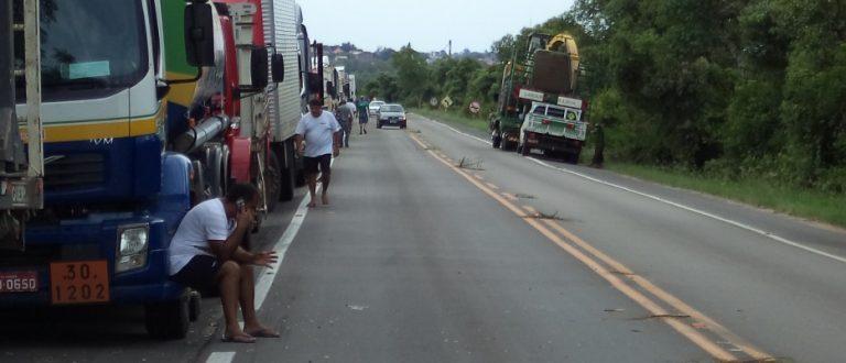 Caminhoneiros ameaçam nova paralisação no país