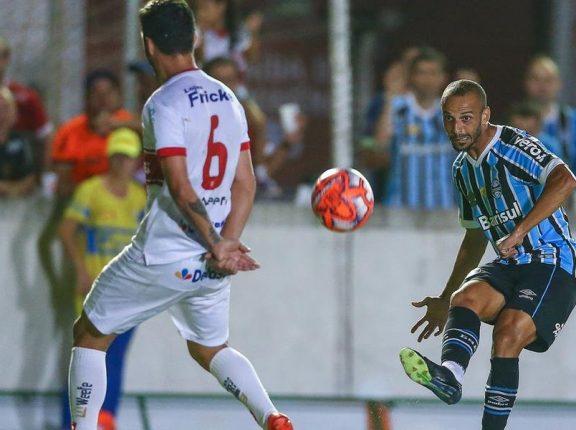 Grêmio controla o jogo, mas empata com o São Luiz em 0 a 0