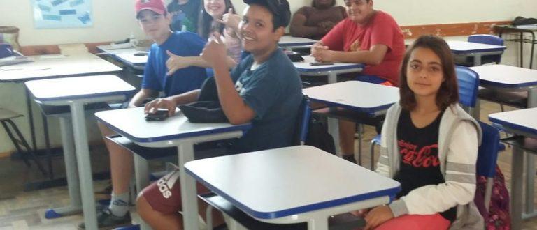Escolas Municipais recebem novas classes e cadeiras