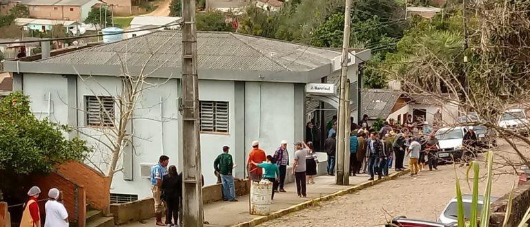 Quadrilha assalta banco em Santana da Boa Vista e foge com reféns