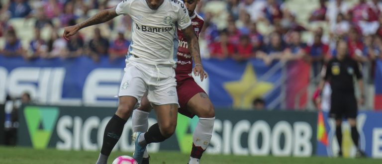 Grêmio perde de virada no último jogo antes de decidir vaga na Libertadores