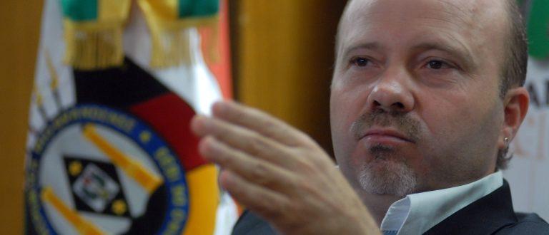 Marlon vota a favor da privatização dos Correios