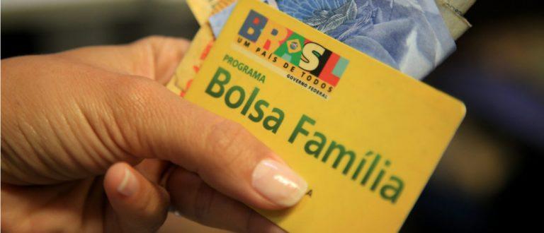 Auxílio emergencial: beneficiários do Bolsa Família recebem nesta segunda