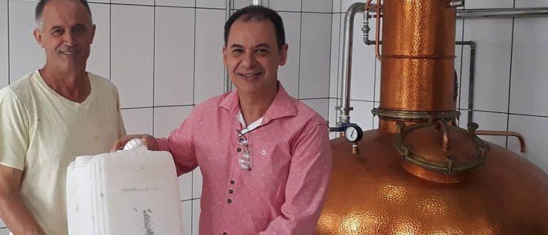 Exemplo a ser seguido: cachaçaria de São João do Polêsine doa 80 litros de álcool