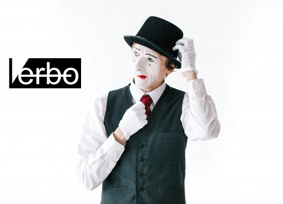 Verbo/podcast – Brincando de estátua