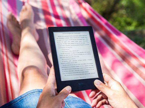 Novos e-readers são ótima opção para quem quer ler mais