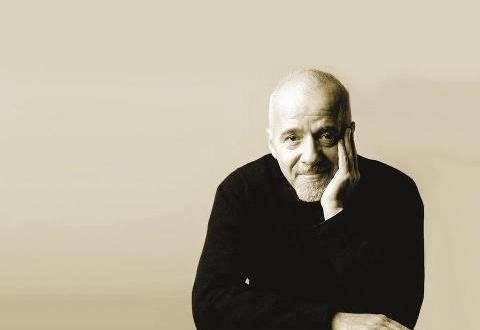 Paulo Coelho: 73 anos do mago imortal