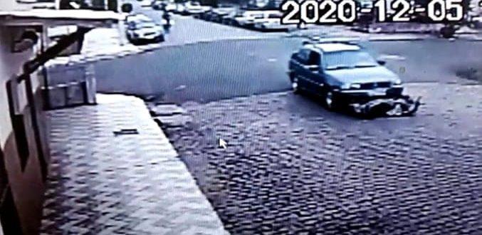 VÍDEOS – Carro leva moto de arrasto em acidente na Aparício Borges