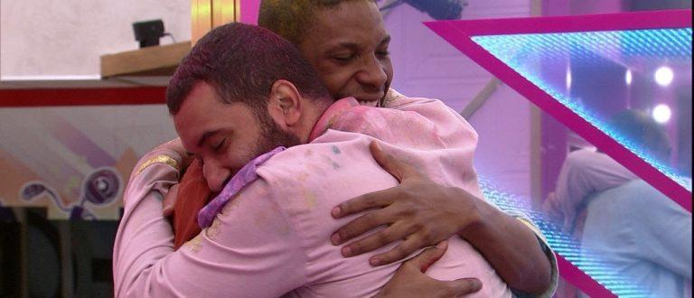 BBB 21: Após beijar Gilberto, Lucas pede para sair