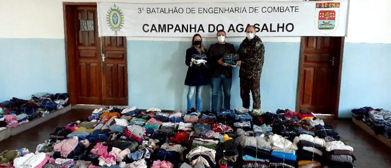 Stas recebe roupas e alimentos do 3º Batalhão