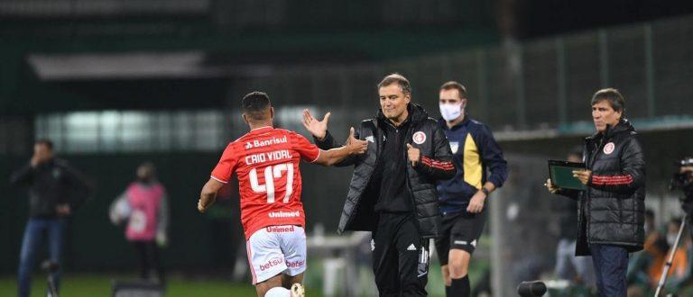 Inter vence Chapecoense fora de casa