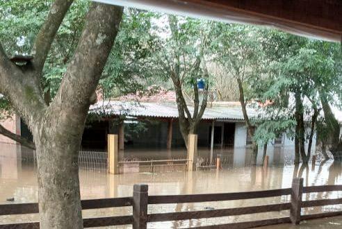 Inundação toma conta do Balneário Irapuá
