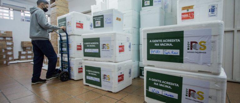 CoronaVac e AstraZeneca: Cachoeira recebe noves lotes para 2ª dose