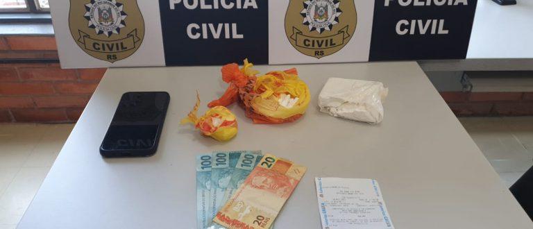 Cocaína, dinheiro e celular: Polícia detém homem por tráfico no Centro