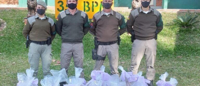 BM de Cachoeira doa 440 peças de roupas e calçados, materiais de limpeza e alimentos