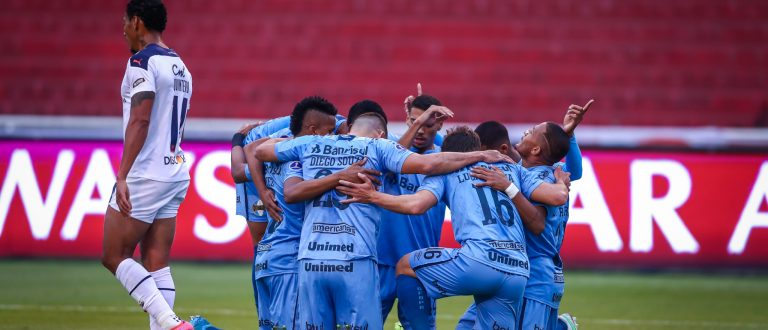 Grêmio vence LDU na altura fora de casa