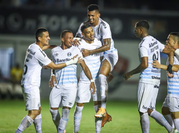 Grêmio vence o Vitória por 3 a 0