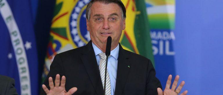 """Gravações sugerem participação direta de Bolsonaro em esquema de """"rachadinha"""""""