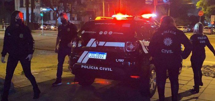 Polícia prende cirurgião plástico acusado por assédio por mais de 90 mulheres