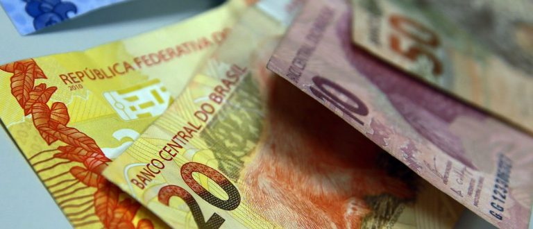 Governo do RS garante salários de servidores em dia até dezembro