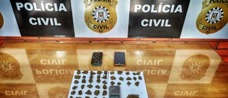 Polícia prende homem com porções de maconha e balança de precisão