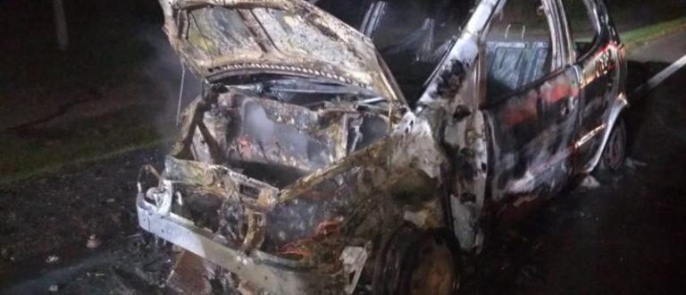Família escapa de carro em chamas na RSC-287