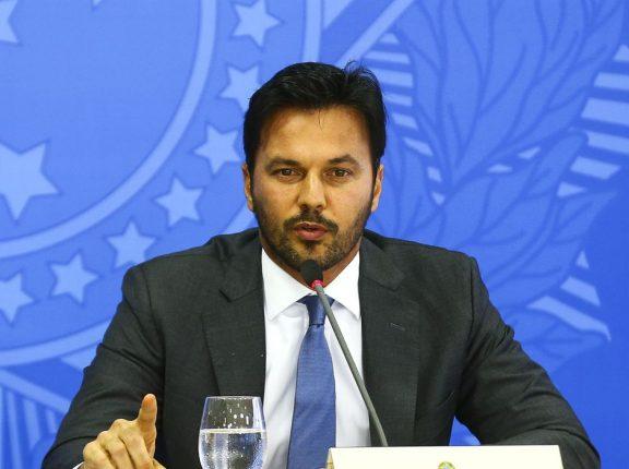 Ministro defende privatização dos Correios