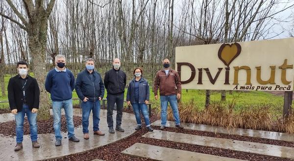Extensionistas visitam viveiro de mudas e agroindústria Divinut em Cachoeira do Sul