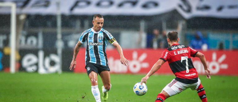 Com um a mais, Grêmio é goleado em casa