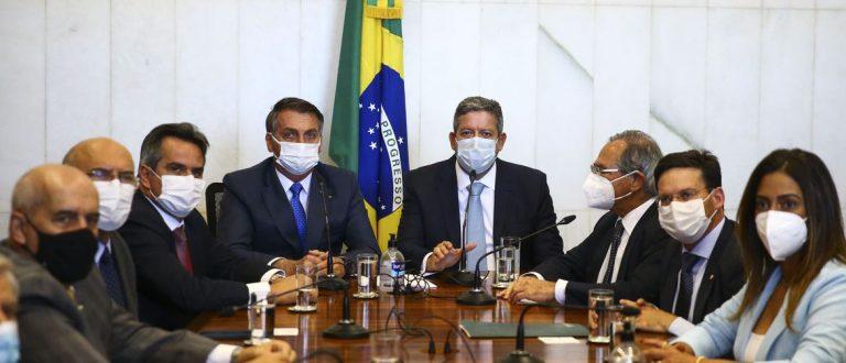 50% acima do valor: Bolsonaro apresenta novo Bolsa Família