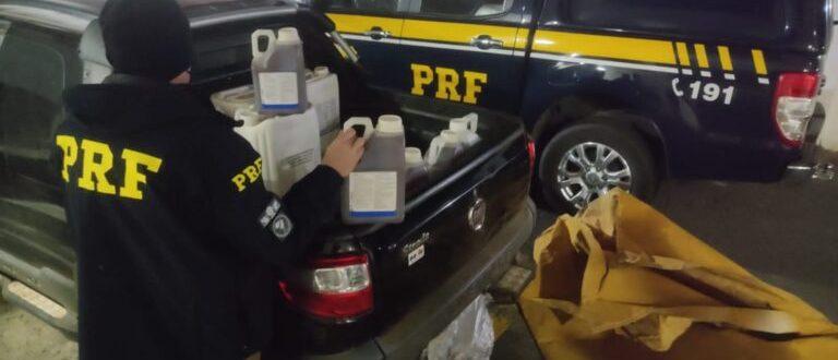 Região: PRF apreende caminhonete com 645 litros de agrotóxicos