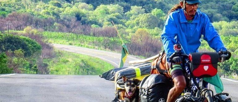 Ciclista cachoeirense que pedalou pela América com cachorrinha é entrevistado na Fan