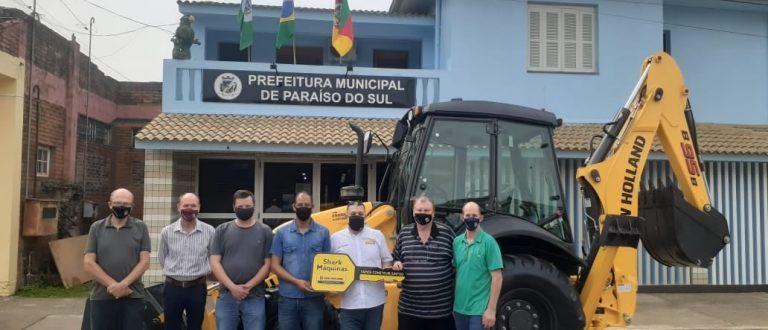 Paraíso do Sul: Prefeitura recebe retroescavadeira