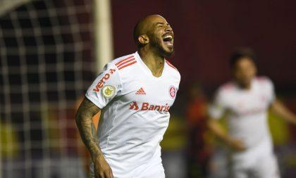 Internacional bate Sport em Recife e sobe na tabela do Brasileiro
