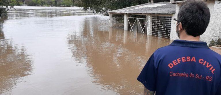 Enchente coloca Defesa Civil em prontidão