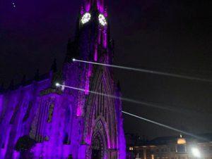 Catedral de Pedra, em Canela, recebe iluminação em apoio ao Setembro Roxo