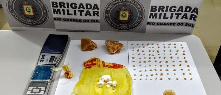 BM prende homem com mais de cem pedras de crack