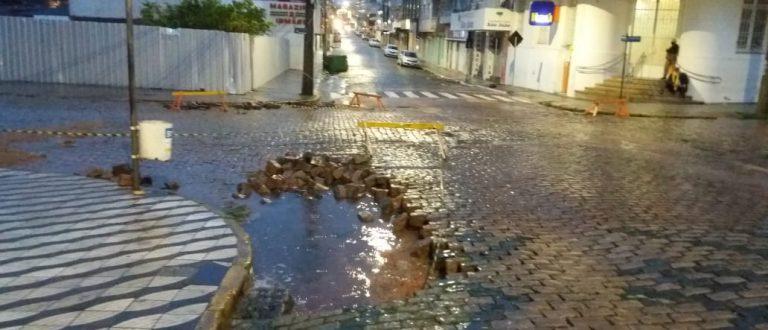 Chuva e granizo causam estragos na cidade e o interior