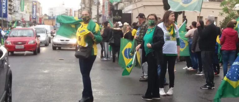 Apoiadores de Bolsonaro vão às ruas em Cachoeira