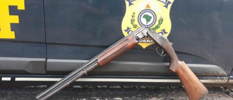 PRF prende homem com espingarda na BR-290