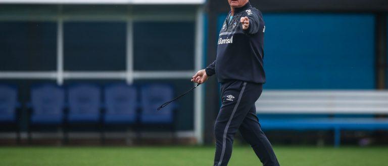 Grêmio faz treino tático em preparação para subir na tabela