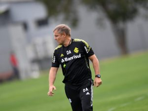 Aguirre prepara equipe para encarar o Galo