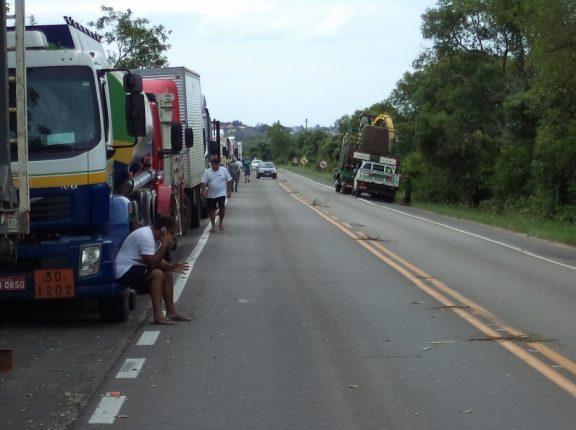 Caminhoneiros notificam governo sobre greve a partir do dia 1º