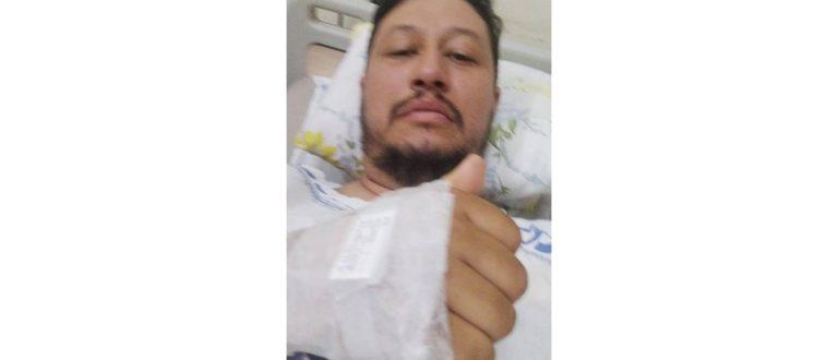 Motoboy fica gravemente ferido após carro bater e fugir