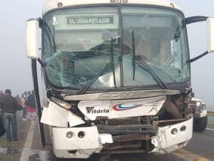 Acidente na BR-290 deixa oito passageiros feridos