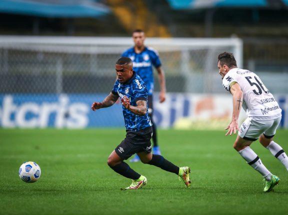 Segue a agonia do Z-4: Grêmio perde no retorno da torcida