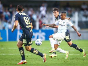 Com gol nos acréscimos, Santos afunda Grêmio no Z-4