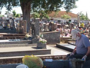 Cemitérios passam por mutirão de limpeza para os Finados