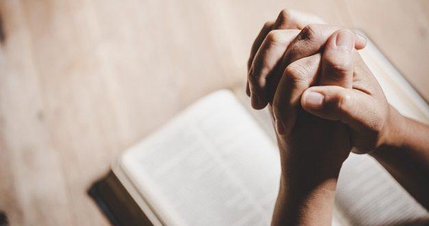 """Pastor passa a ser investigado ao usar óleo """"sagrado"""" em fiel nua"""
